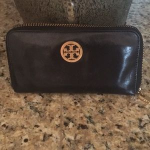 Tory Burch Black Robinson Continental wallet
